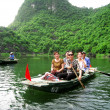 Unidentified tourists in Trang An — Stock Photo