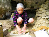 Woman of Quao pottery Village kneading soil before clay ceramic — Stock Photo