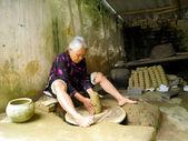 Clay pottery woman — Stock Photo