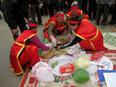 People in traditional costume exam to make round sticky rice cak — Stock Photo