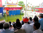 People watch water puppet show in Hai Duong — Stock Photo