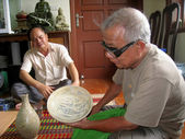 Asian man collecting antique porcelain — Stock Photo