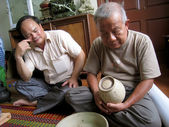 Asian man collecting antique porcelain — Stock Photo