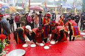 People exam to make round sticky rice cake — Stock Photo