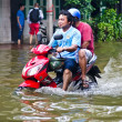 Thai flood crisis  at Charoen Krung road — Stock Photo