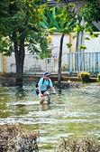 Thai flood crisis at Bangkok, Thailand — Stock Photo