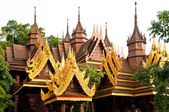Thai Buddhist temple roof — Stock Photo