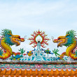 Statue of twin dragons on the roof of Chinese temple — Stock Photo