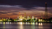 Petroleum oil refinery factory over sunrise — Foto Stock