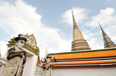 バンコク ワット ・ プラチェートゥポンウィモンマンカラーラーム、タイの寺院 — ストック写真
