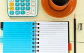 Notebook kırtasiye ile — Stok fotoğraf