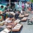 Thai street musicians perform  in Chatuchak market — Stock Photo
