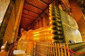 Reclining golden Buddha, Wat Pho, Bangkok, Thailand — Stock Photo