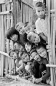 An unidentified Mon children 5-12 years old  gather for photogra — Stockfoto