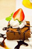 Chocolate cake with strawberry  — Stock Photo