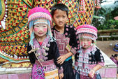 Unidentified Hmong children 4-6 year old gather for photograph — Stock Photo