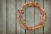 Christmas wreath on a wooden background — Zdjęcie stockowe