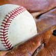 Old baseball glove and ball — Stock Photo
