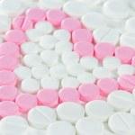 Pink pills in heart shape — Stock Photo #15532015