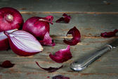Red onions on a rustic background — Stock Photo