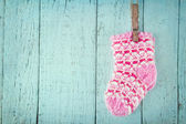 Pink baby socks on a blue wooden background — Stok fotoğraf