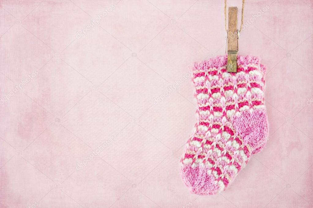 Bambina Calze Su Sfondo Rosa Pastello