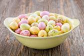 Petits oeufs de Pâques jaune — Photo