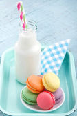 Vintage setting of colorful pastel macaroons — Stock Photo