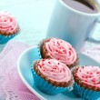 Chocolate cupcake pralines with coffee — Stock Photo