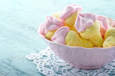 Sugary pink marshmallows in a bowl — Stock Photo