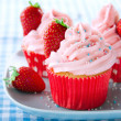 Pink cupcakes with fresh strawberries and sprinkles — Stock Photo #32147815