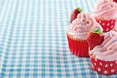 カップケーキ イチゴとコピー スペース — ストック写真