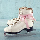 White women's ice skates — Stock Photo