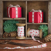 Red Xmas presents and green spruce tree branches — Stok fotoğraf