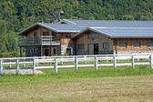 Panele słoneczne gospodarstwa — Zdjęcie stockowe