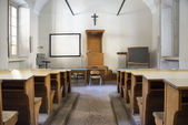 Empty old college classroom — Photo