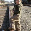 Foto Stock: Boy on Train Track
