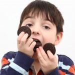 garçon, manger des cookies — Photo