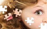 Puzzle-mädchen-gesicht — Stockfoto