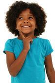 Rozkošná černoška dítě myšlení gesto a usmívá se nad svatodušní — Stock fotografie