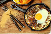 Spinach Dal and Egg Skillet Breakfast — Stock Photo