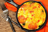 Skillet Peperoni and Spinach Egg Scramble — Stock Photo