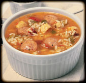 Bowl of Cajun Spicy Chicken and Sausage Gumbo Soup — Foto de Stock