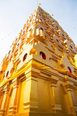 Golden pagoda at buddhist temple in Kanchanaburi Province, Thail — Stock Photo
