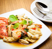 Spicy fried squid and shrimp with basil leaves Thai food — Stock Photo