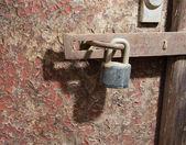 Staré dveře a zámek — Stock fotografie