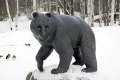 La estatua del oso en winter park — Foto de Stock