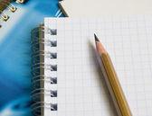 El bloc de notas y lápiz — Foto de Stock