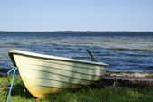 Fishing boat on lakeshore — Stock Photo
