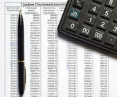 Schedule of payments on the credit and calculator — Stock Photo